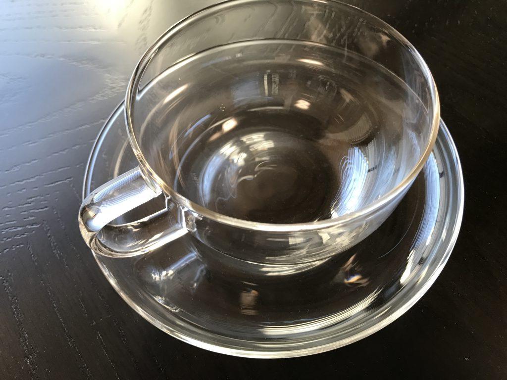ハーブティ用にガラスのティーカップを用意しました。